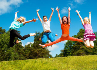Czym dzieci mogą bawić się na dworze